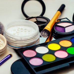 Cara-Cerdas-Memilih-Produk-Kosmetik-yang-Aman-698x467